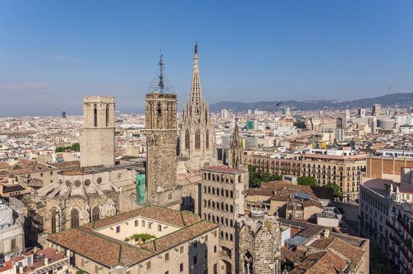 Vista aérea de la Catedral y la Plaça del Rei de Barcelona, dos ejemplos de la riqueza monumental de la ciudad. Foto: Ajuntament de Barcelona.