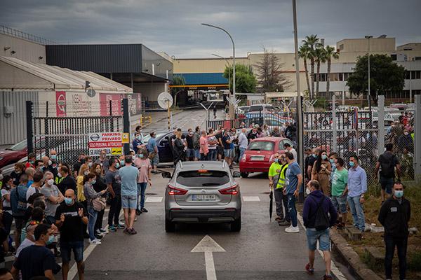 Trabajadores de Nissan en la marcha lenta de esta mañana. Foto: Europa Press.