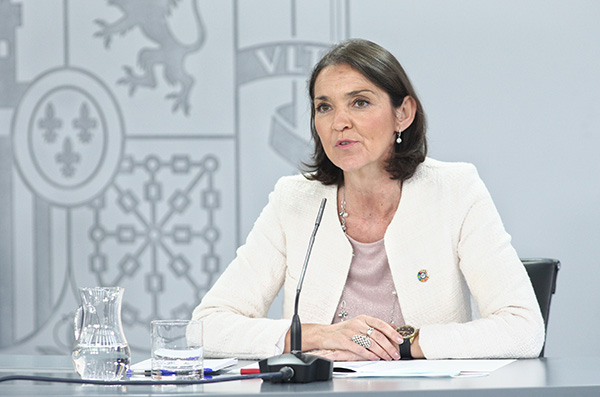La ministra de Industria, Comercio y Turismo, Reyes Maroto, durante la comparecencia de ayer. Foto: Europa Press.