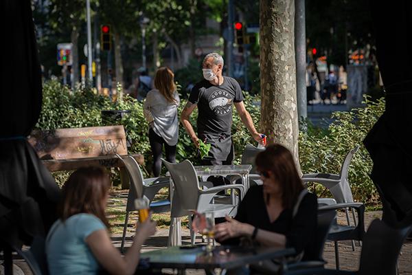 Terraza de un bar barcelonés durante el segundo día de la fase 1. Foto: Europa Press.