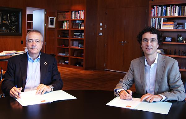 Pere Navarro, delegado especial del Estado en el Consorci junto a Enric Urreta, presidente de la Asociación de Empresas eInstituciones del 22@. Foto: el Consorci.