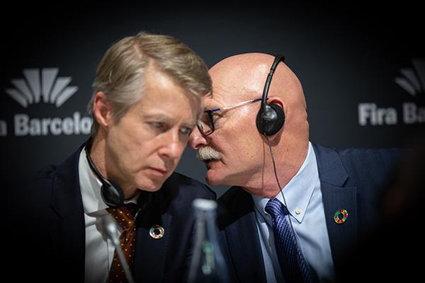 Mats Granryd junto a John Hoffman, director general y CEO de GSMA, durante la cancelación del Mobile en febrero. Foto: Europa Press.