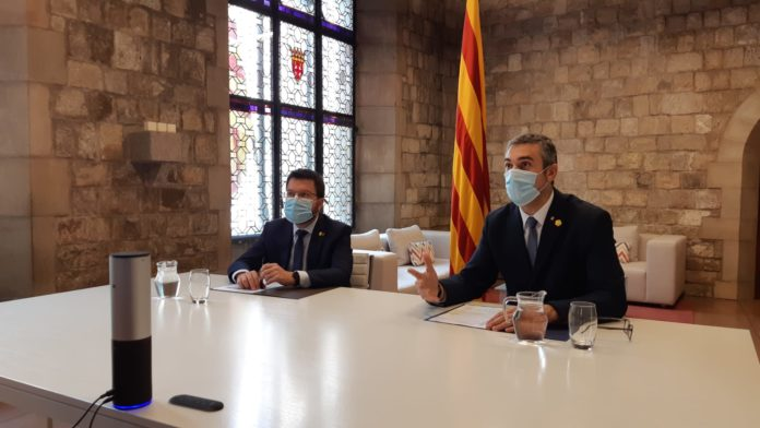 Un momento de la reunión de Aragonés y Solé con los 'embajadores'.