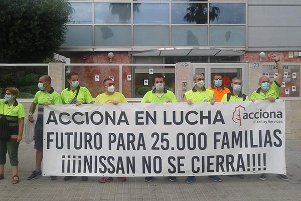 Trabajadores de Acciona subcontratados por Nissan protestan contra el cierre de la automovilística nipona, a mediados de este mes. Foto: Europa Press.