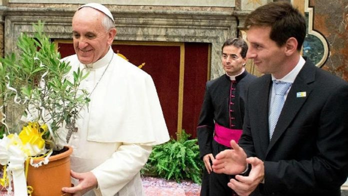 Leo Messi junto al Papa Francisco.