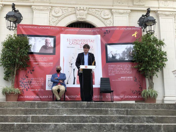 Un momento de la intervención de Carles Puigdemont en la Universitat Catalana d'Estiu (@KRLS).