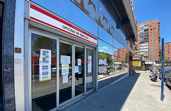 Entrada a una oficina del SEPE. Foto: Europa Press.