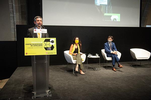 El presidente de la Cámara de Barcelona, Joan Canadell; la vicepresidenta primera de la Cámara, Mònica Roca, y el conseller de Políticas Digitales, Jordi Puigneró. Foto: Europa Press.