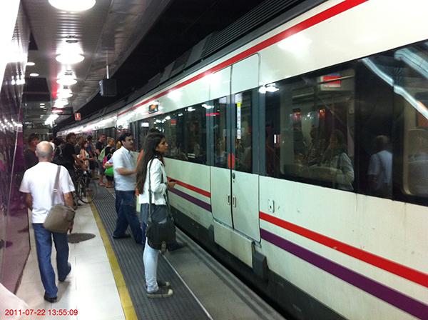 Vista de un tren de cercanías en plaza de Catalunya. Foto: Europa Press.