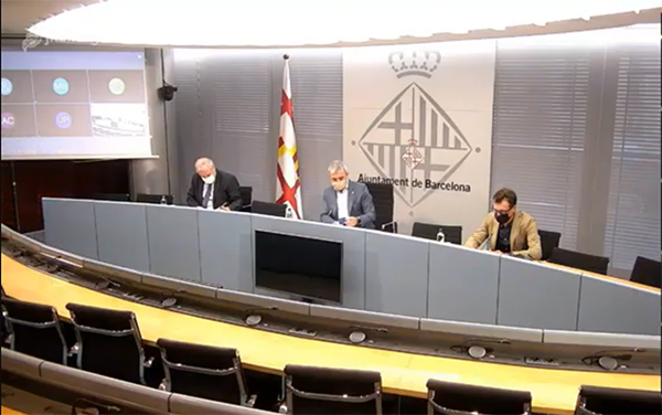 Vista de la rueda de prensa celebrada en la sala Lluís Companys, del Ayuntamiento de Barcelona.