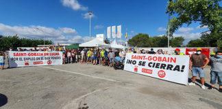 Trabajadores de Sant Gobain se concentran contra el cierre de la planta de l'Arboç. Foto: Europa Press.