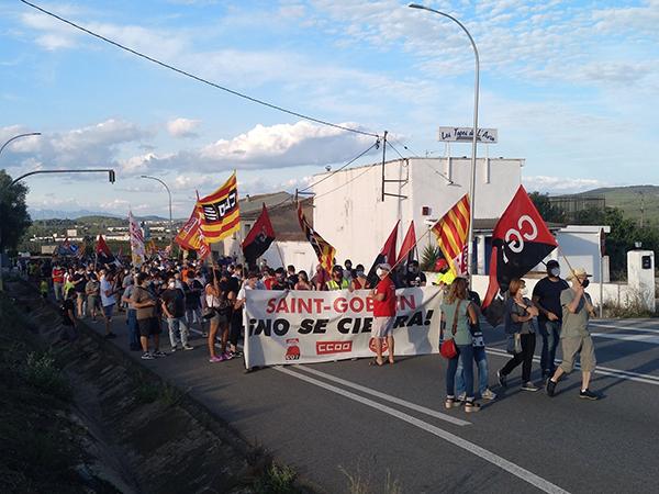 La manifestación contra el cierre de la planta de Saint-Gobain en L'Arboç corta la N-340. Foto: Europa Press.
