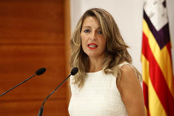 La ministra de Trabajo, Yolanda Díaz, tras la celebración de la Mesa de diálogo social en Palma donde se abordaron los ERTES. Foto: Europa Press.