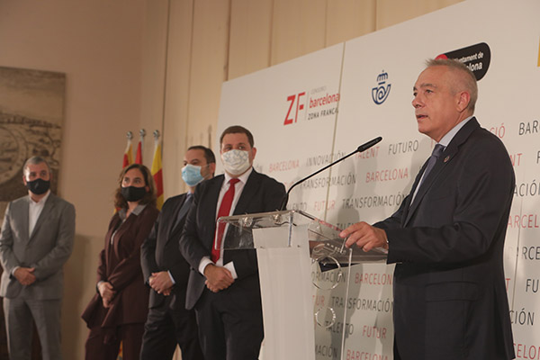 Pere Navarro, delegado del Estado en el Consorci, durante la firma del protocolo. Foto: el Consorci