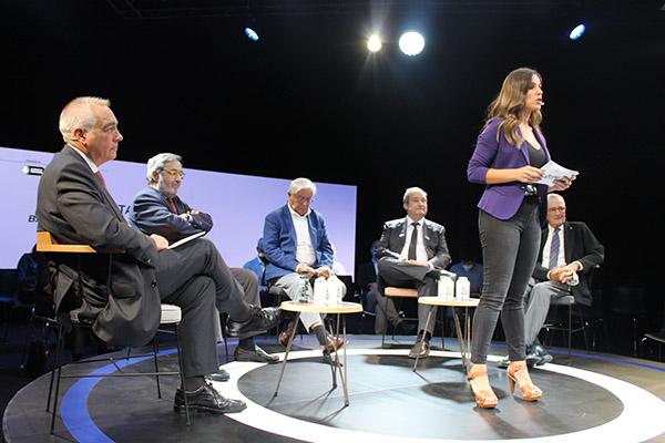 Pere Navarro, delegado del estado en el Consorci, junto a Narcís Serra, Joan Clos, Jordi Hereu y Xavier Trias.
