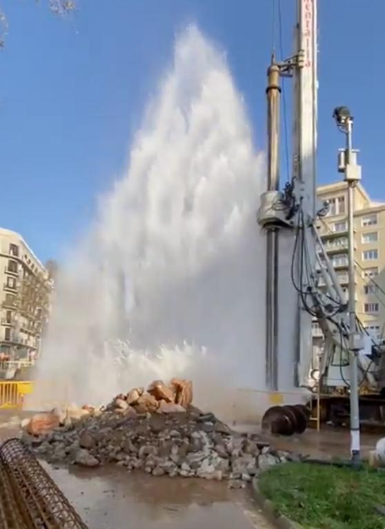 Espectacular fuga de agua en Barcelona