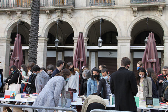 Pasadas las ocho de la tarde, todavía se veían colas en la Plaça Reial.