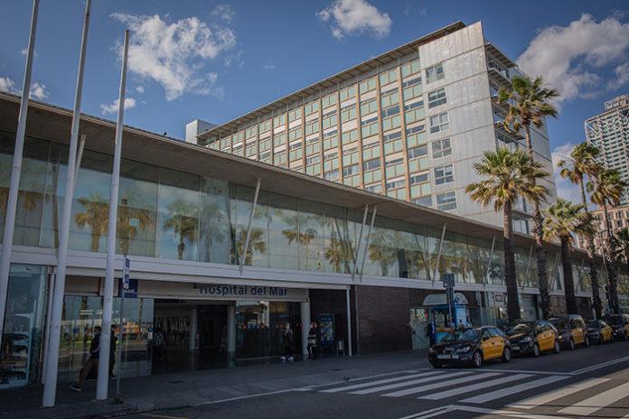 Fachada del Hospital del Mar, uno de los centros donde se planea externalizar los servicios de esterilización. Foto: Europa Press.