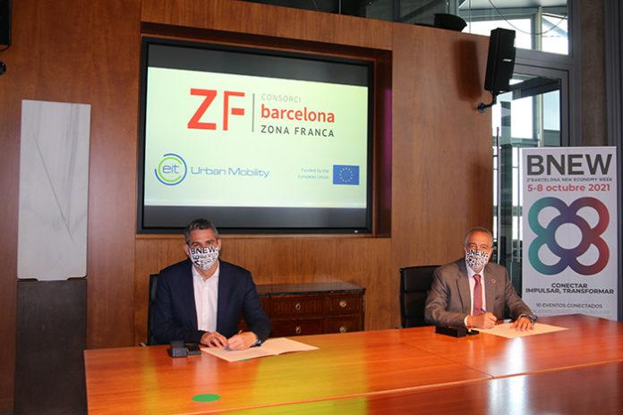 Daniel Serra, director del Innovation Hub Sur junto a Pere Navarro, delegado del Estado en el Consorci de la Zona Franca. Foto: el Consorci.