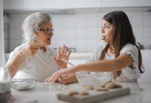 Las pensiones de viudedad apenas superan los 700 euros mensuales y sirven de sostén a numerosos hogares en Cataluña. Foto: Pexels.