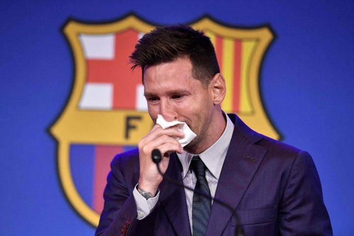 El mejor jugador del mundo, Lionel Messi, dice adiós a Barcelona con lágrimas.