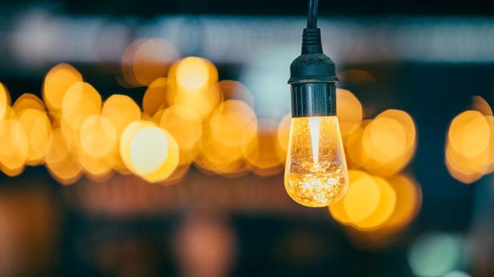 Ciudadanos y empresas, sobre todo pymes, se beneficiarán del abaratamiento de la factura eléctrica, según PIMEC. Foto: Pixabay.