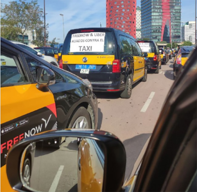 La marcha de taxis ha partido desde el recinto Gran Via de l'Hospitalet a las 10 de la mañana. Foto: Élite Taxi.