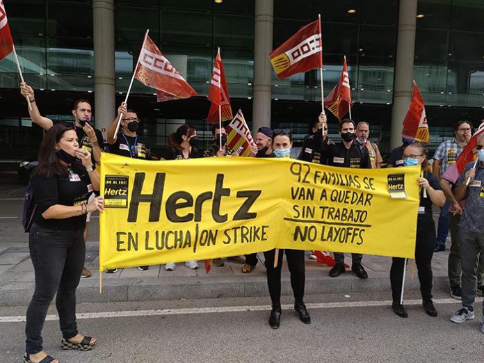 Trabajadores de Hertz durante la movilización en la T1 del Prat. Foto: CCOO.