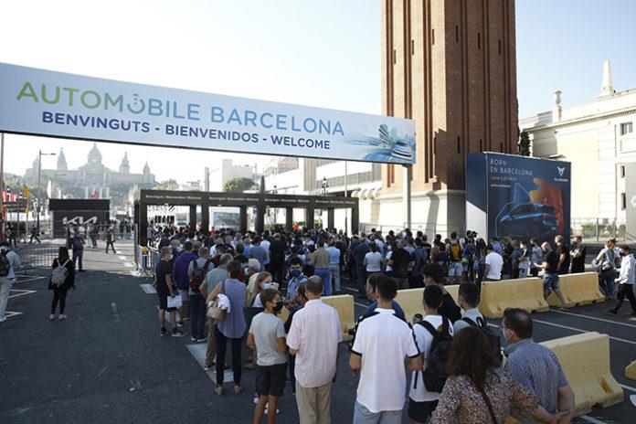 Colas para acceder al Automobile Barcelona, durante el primer fin de semana de la feria. Foto: Europa Press.