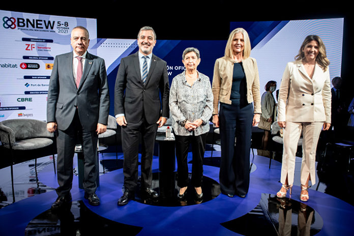 Pere Navarro y Blanca Sorigué del Consorci, junto a autoridades como Jaume Collboni, Teresa Cunillera y Maria Matilde Villarroya. Foto: el Consorci.