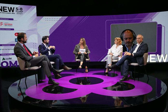 Los delegados de las zonas francas participantes durante la sesión, moderada por Blanca Sorigué. Foto: el Consorci.